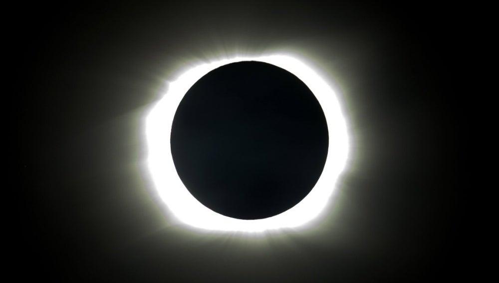 Imagen de un eclipse total de sol
