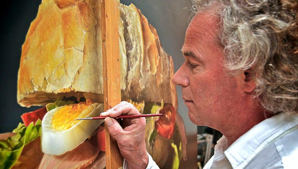 Tjalf Spaarnay trabajando en un cuadro