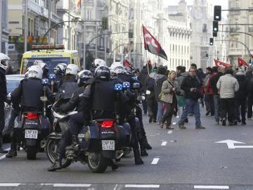 Enfrentamientos entre policía y manifestantes en Gran Vía