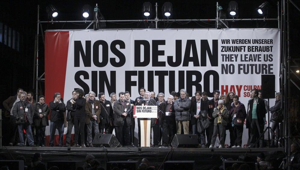 Cándido Méndez habla ante los asistentes a la Plaza de Colón