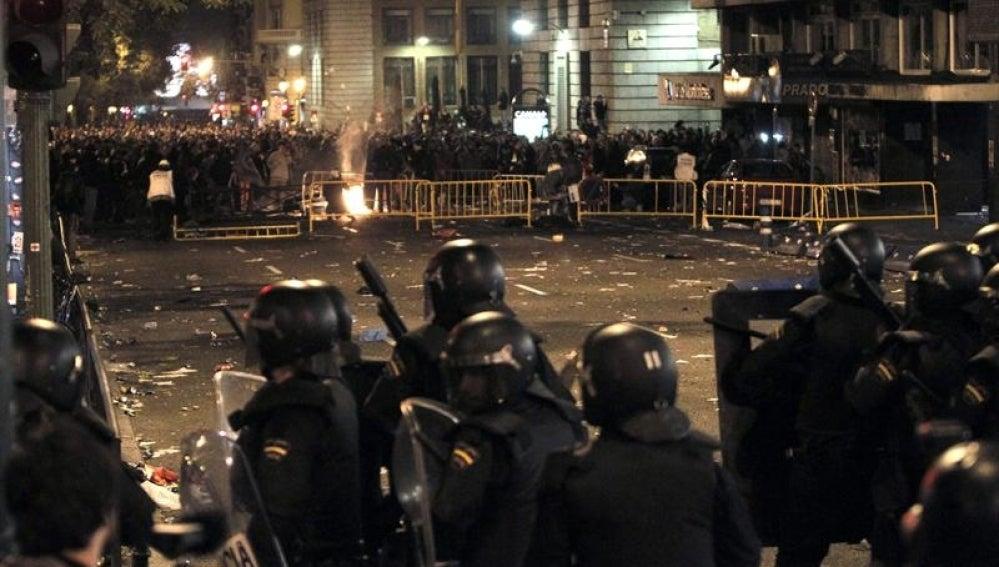 Enfrentamiento entre policía y manifestantes en Madrid