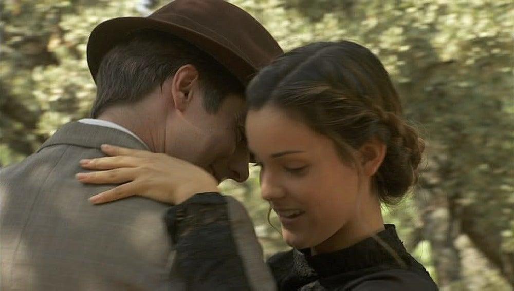 Luis y Soledad bailan un tango