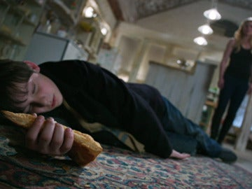 Henry se envenena con la manzana mágica de Regina