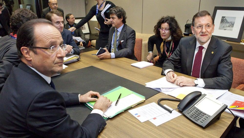 Rajoy durante su reunión con Hollande