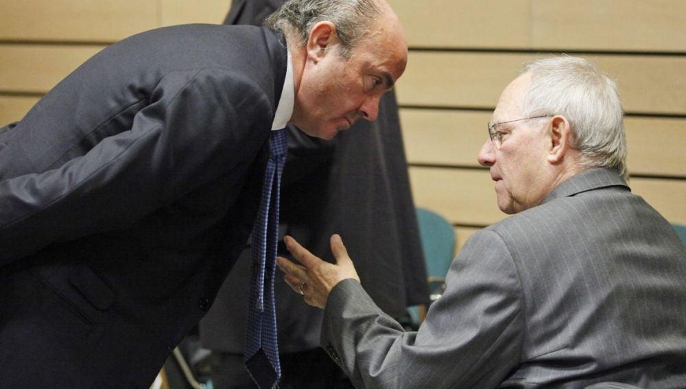 Luis de Guindos con el ministro alemán de Finanzas, Wolfgang Schäuble