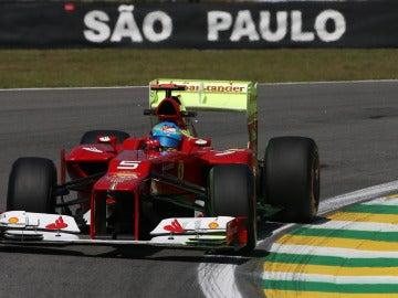 Alonso rueda en Interlagos