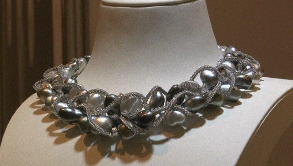 Exposición de joyas lujosas en Dubai