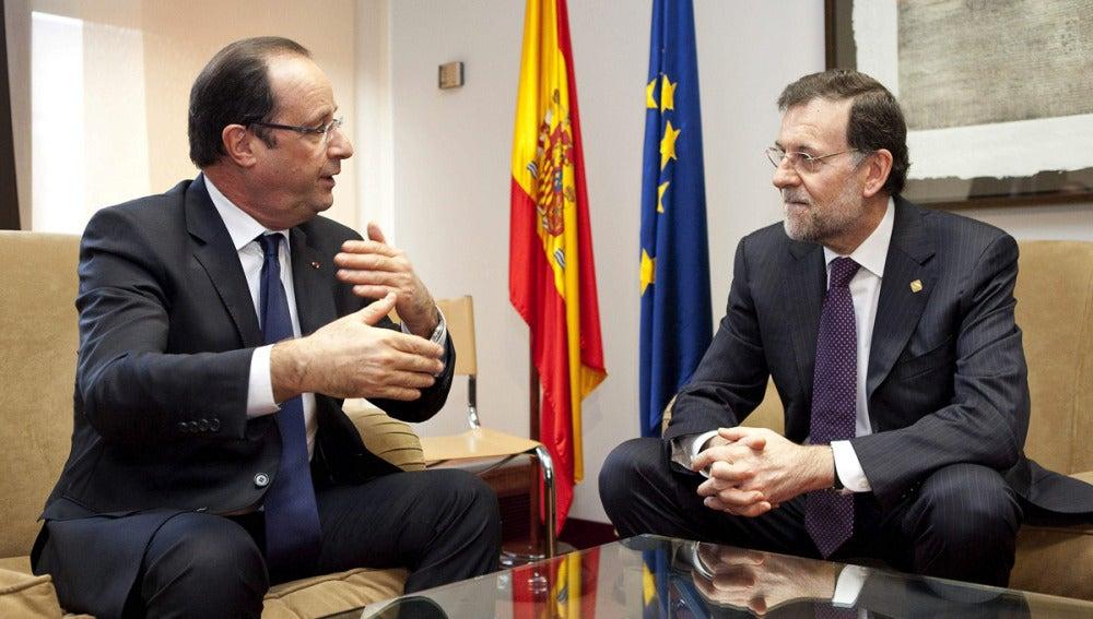 Rajoy conversa con Hollande