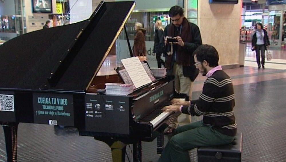 Algunos se han animado a tocar el piano en la calle