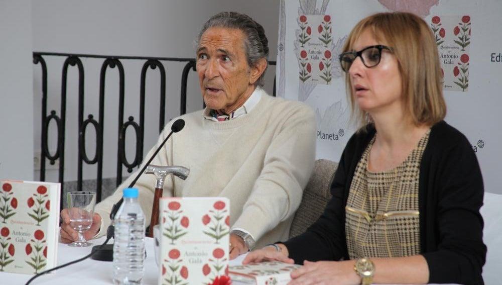 Antonio Gala, durante la rueda de prensaAntonio Gala, durante la rueda de prensa