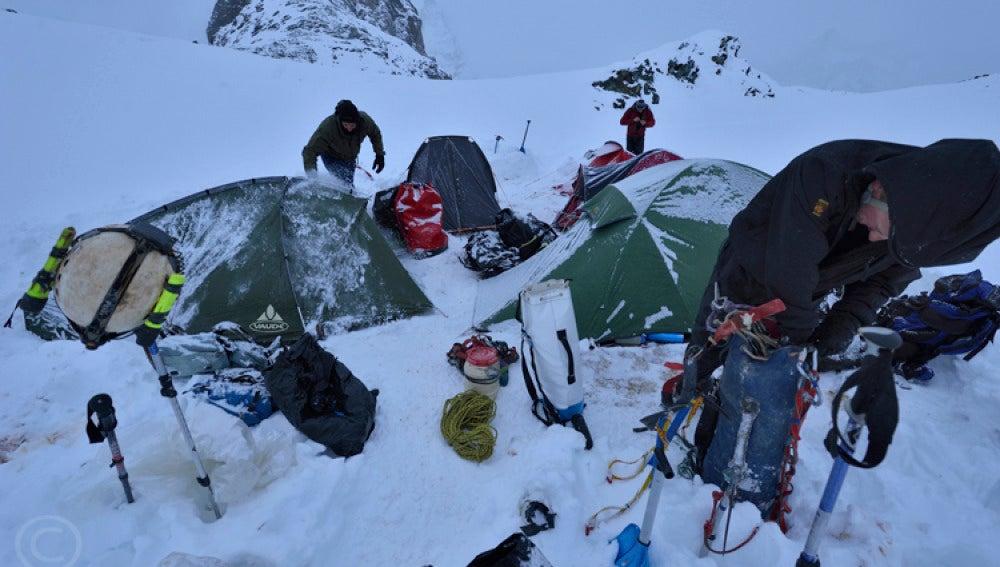 El campamento en las proximidades del glaciar