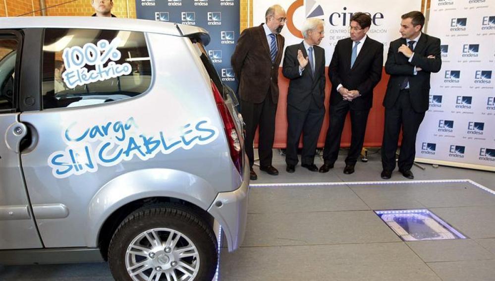 Presentación de la nueva tecnología de inducción para cargar vehículos eléctricos
