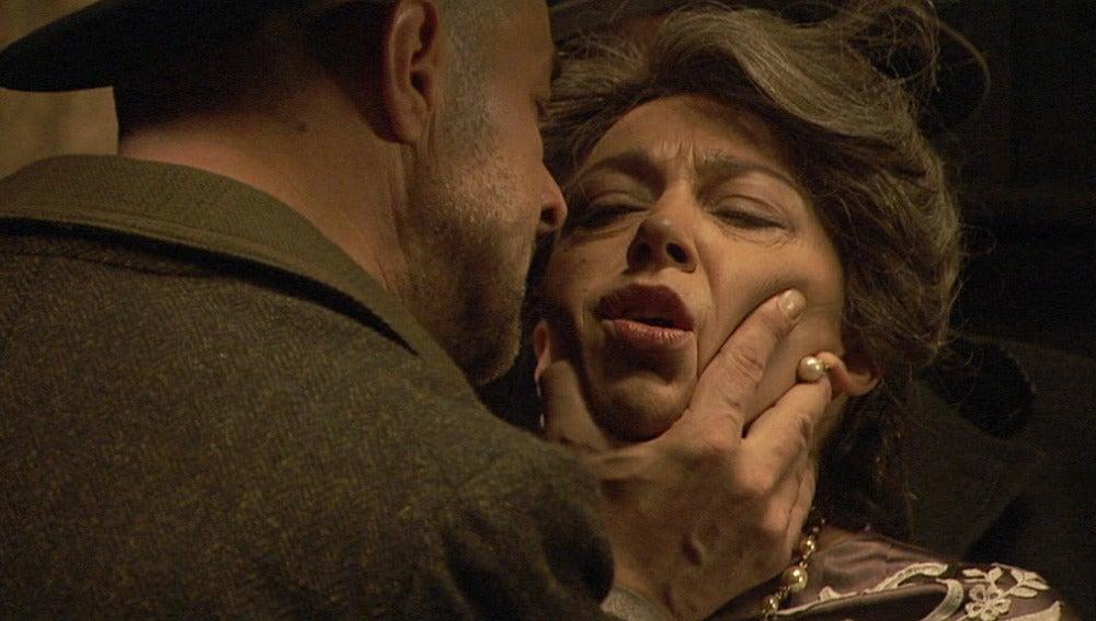 Ayala secuestra a Francisca