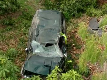 Accidente mortal al caer su coche por un barranco