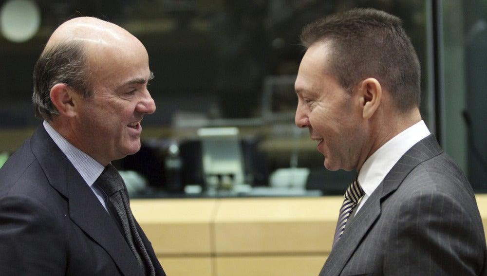 De Guindos antes de la reunión con el Eurogrupo