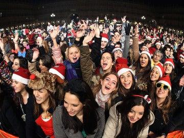Jóvenes universitarios celebran la Nochevieja adelantada en Salamanca