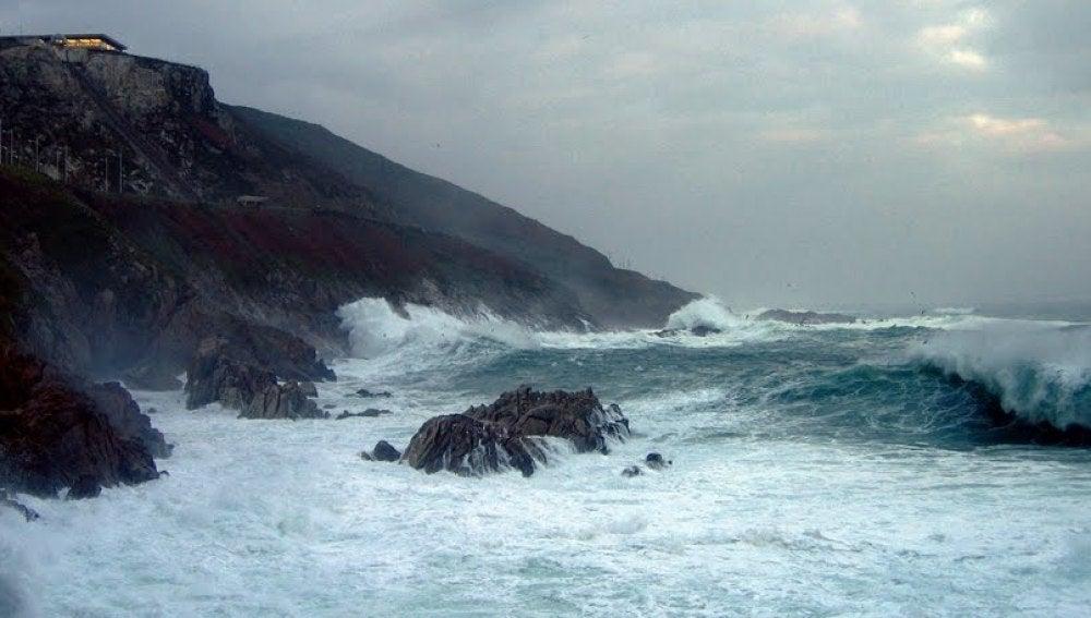 Olas de hasta seis metros en la costa gallega
