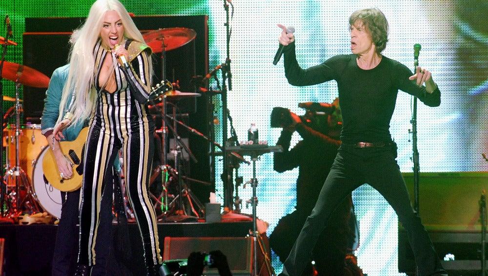 Lady gaga y Mick Jagger juntos en el escenario