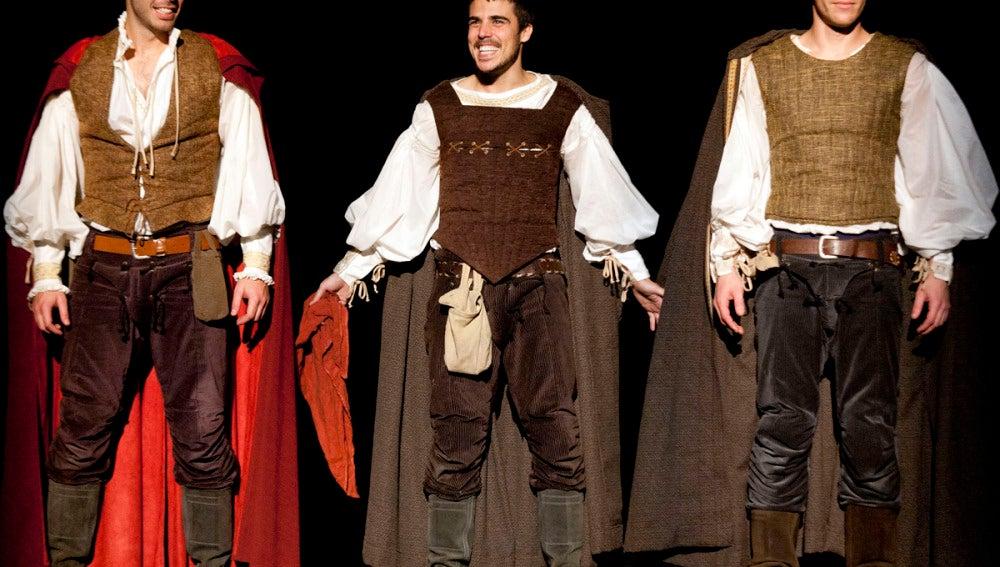 El trío de jóvenes amigos: Romeo, Benvolio y Mercutio