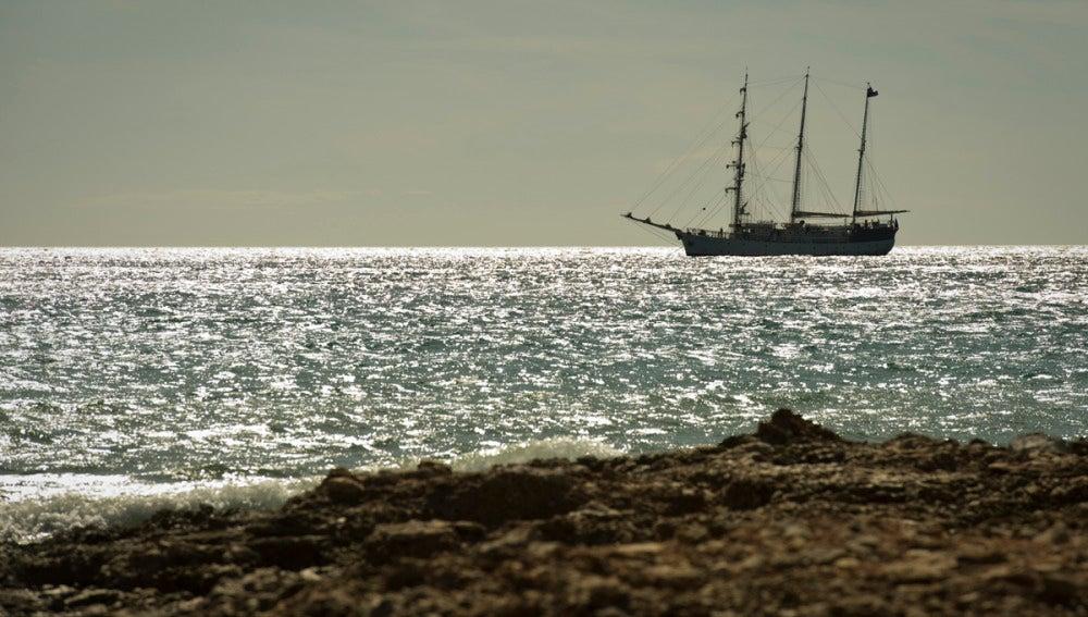El barco llega a tierra