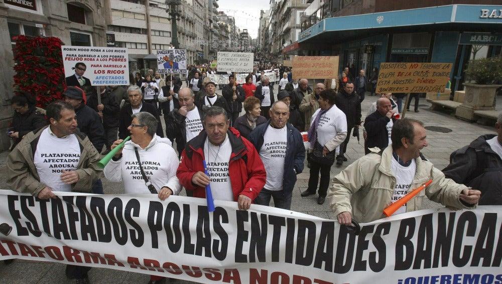 """Afectados de las preferentes piden a la Xunta que """"presione"""" para resolver el problema"""