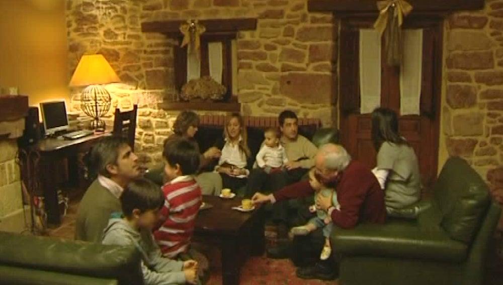 Una familia pasa las navidades en una casa rural