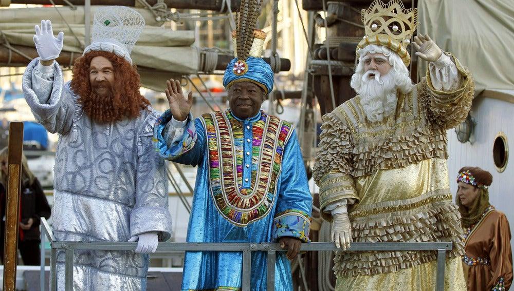 Los Reyes Magos de Oriente llegan a Barcelona a través del puerto