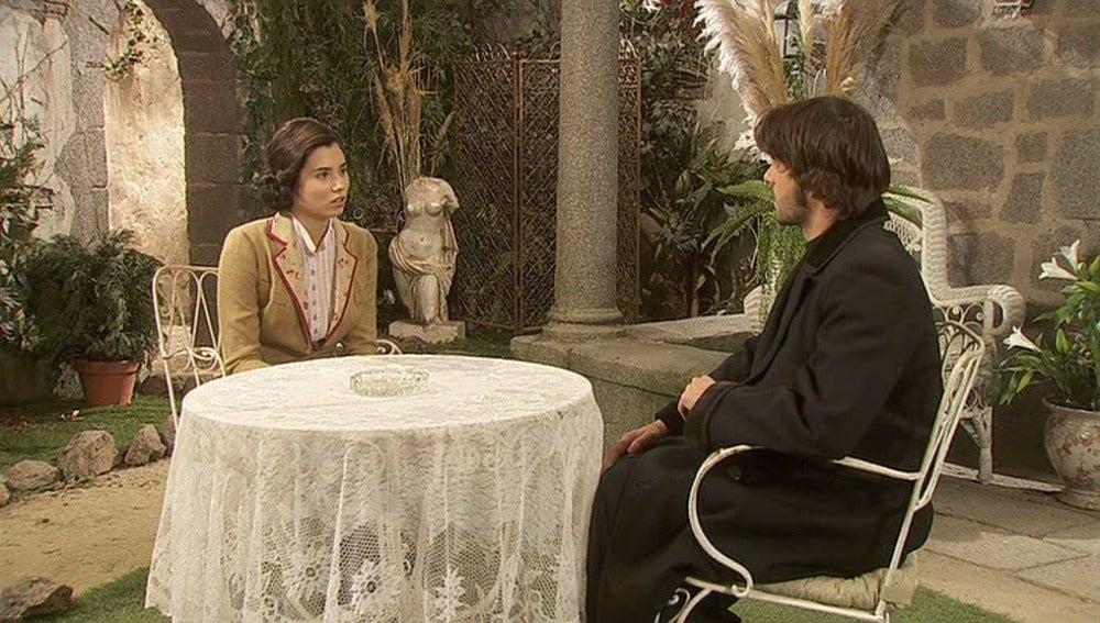 María cuenta a Gonzalo que el violador le arrancó el crucifijo