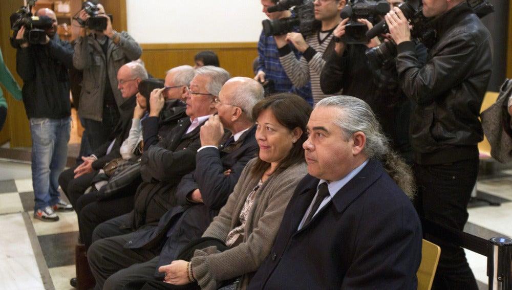 Fidel Pallerols con el resto de imputados