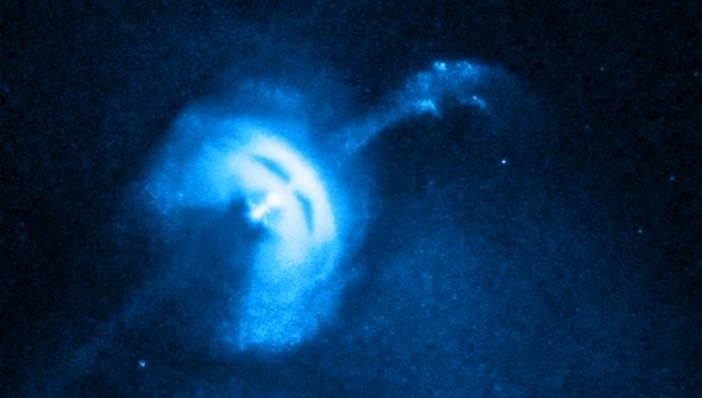 Una estrella de neutrones emite partículas