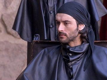 Bocanegra es condenado a muerte y Raúl rechaza su puesto para estar con Sara