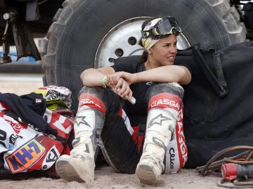 Laia Sanz, en un descanso entre etapas