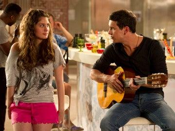 Ulises tocando la guitarra