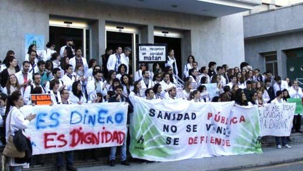 2.200 médicos son llamados a huelga