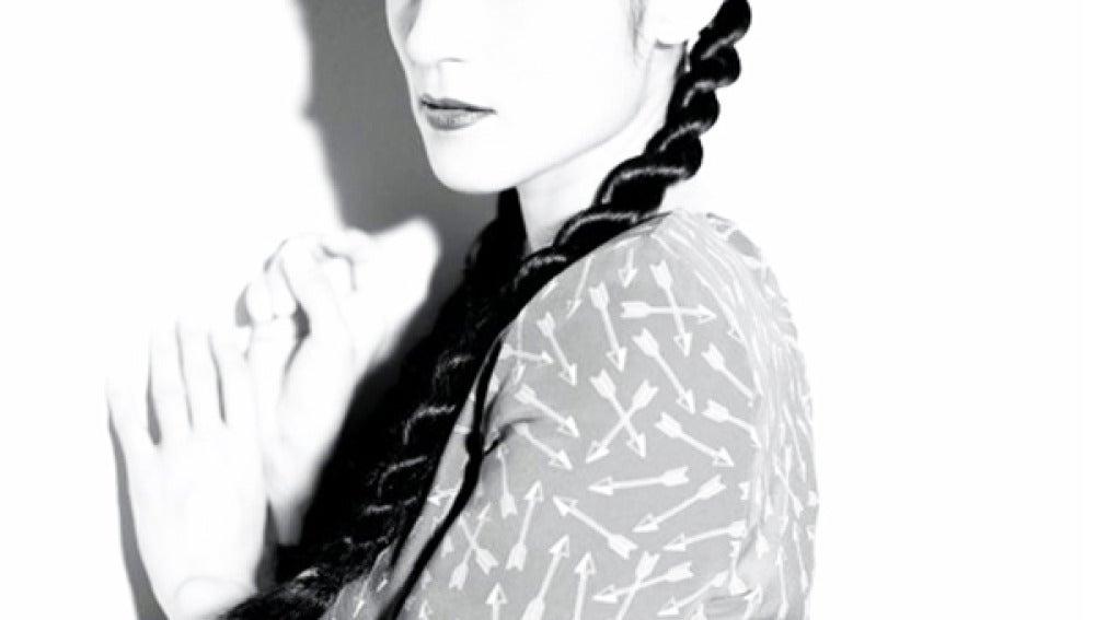 Imagen de estudio de Julieta Venegas.