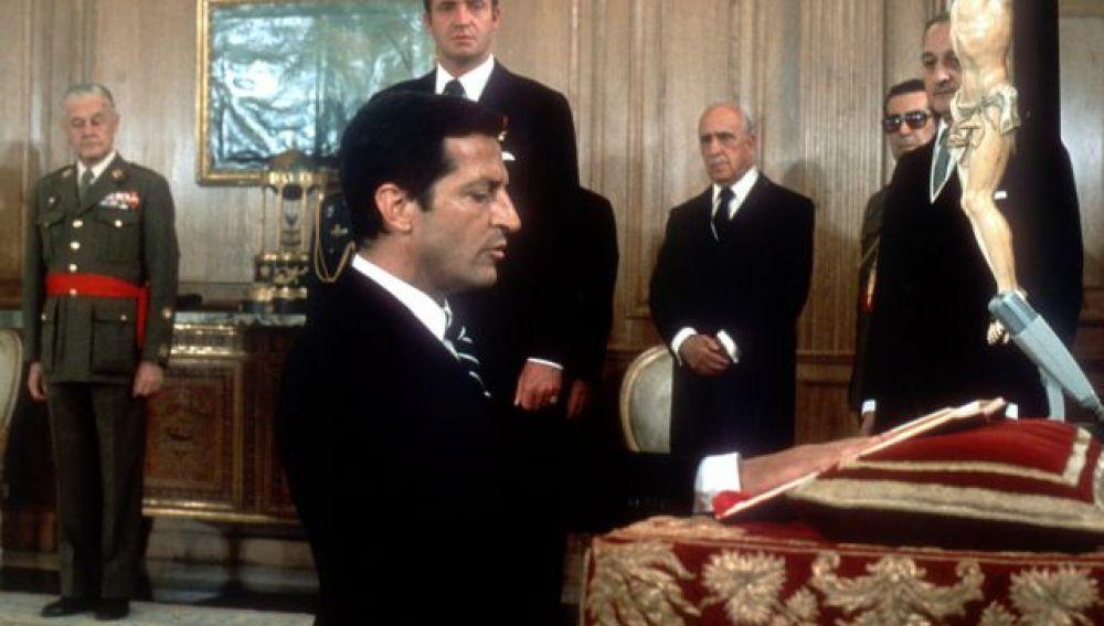 El rey elige a Adolfo Suárez presidente del Gobierno español