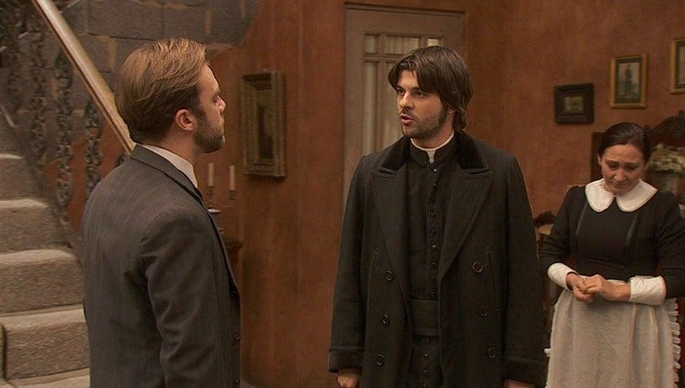 Gonzalo acude a la casona para dar las gracias a María