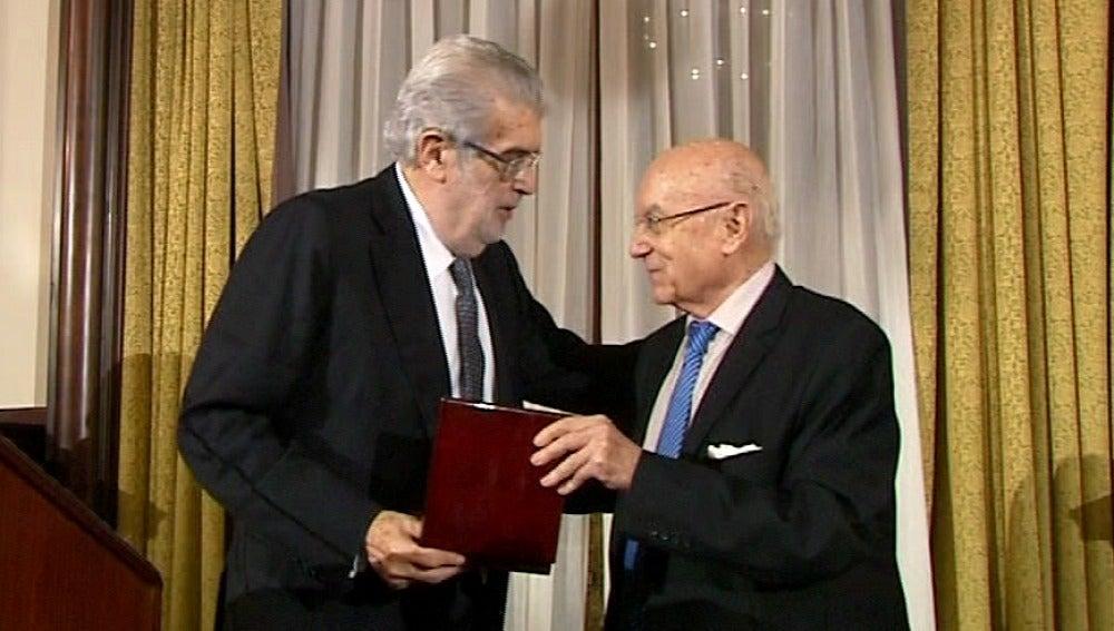 José Manuel Lara recibe en Sevilla el Premio Manuel Clavero