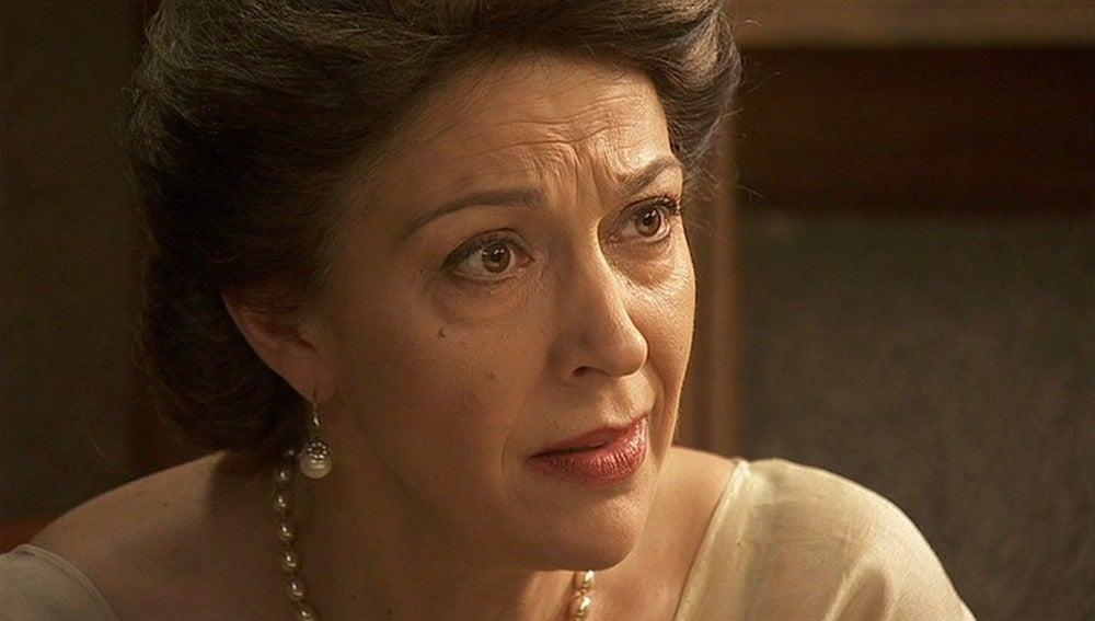 Francisca pide a María que abandone la Casona