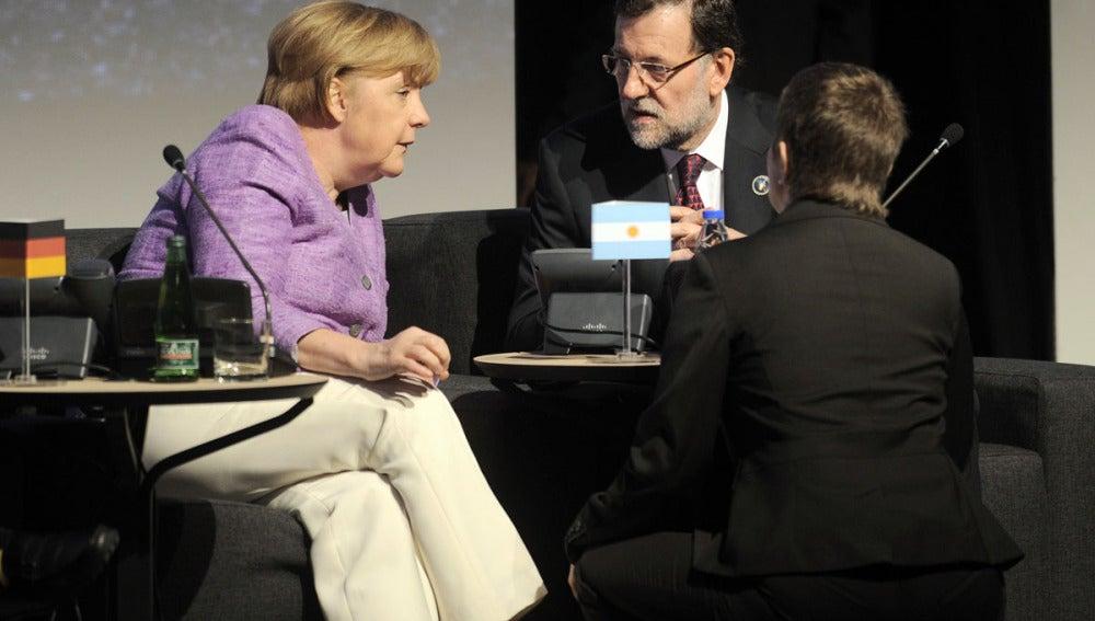 Merkel y Rajoy, reunidos en Chile