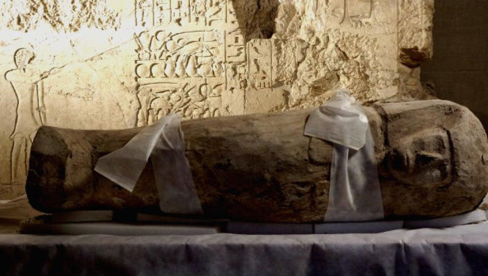 Sarcófago de niño hallado en Egipto