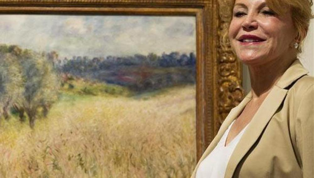Carmen Thyssen junto a un cuadro de su colección