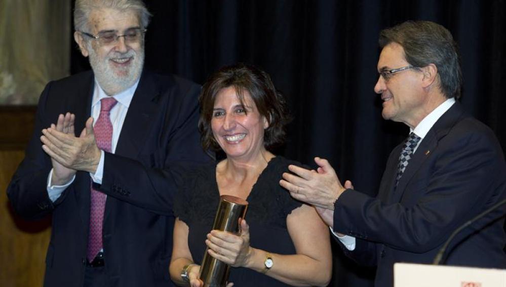 La escritora Sílvia Soler, junto a Artur Mas y José Manuel Lara