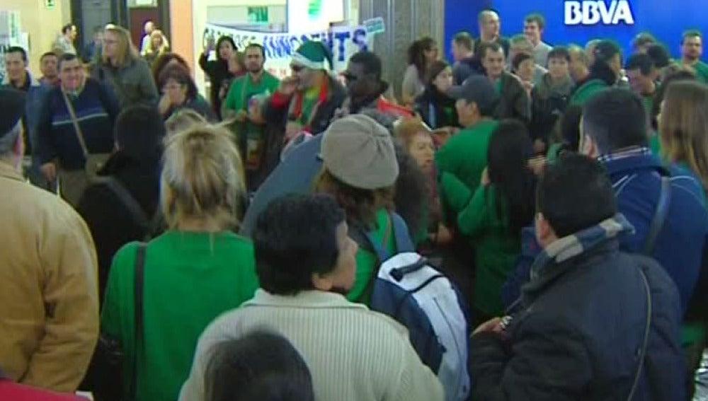 Ocupan la sede central del BBVA en Barcelona para frenar 220 desahucios