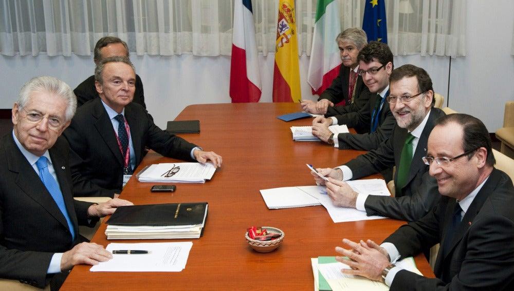 Mariano Rajoy se reúne con Mario Monti y Hollande