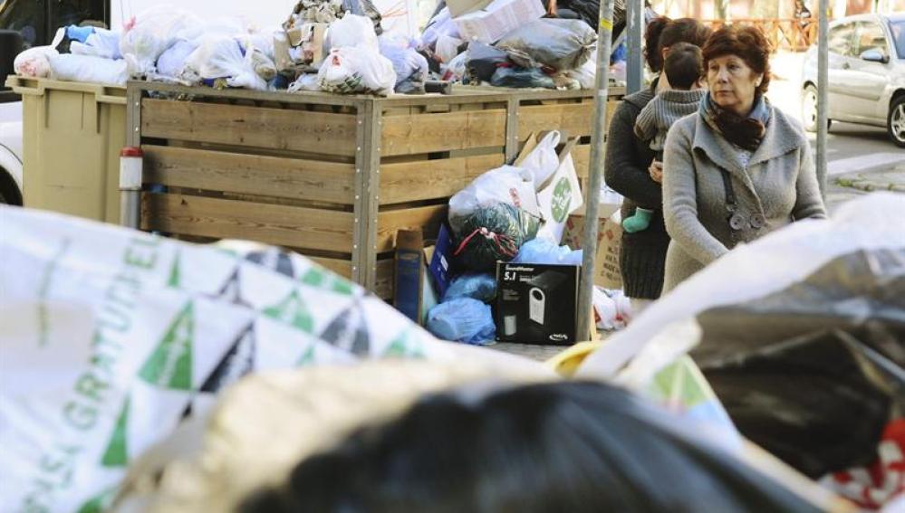 Basura acumulada en las calles de Sevilla