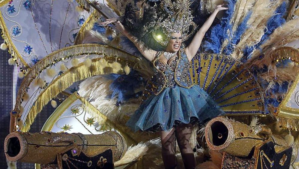 La candidata Magnolia Cruz, con la fantasía '1797'