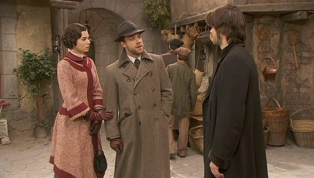 Gonzalo se encuentra en la plaza con Fernando y María