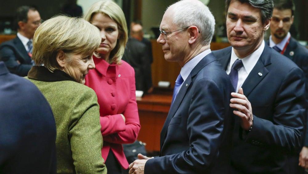 Van Rompuy junto a Merkel, en Bruselas