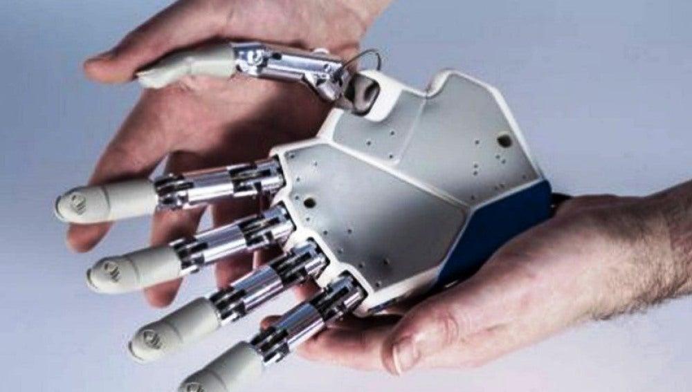 La mano biónica está conectada directamente al sistema nervioso